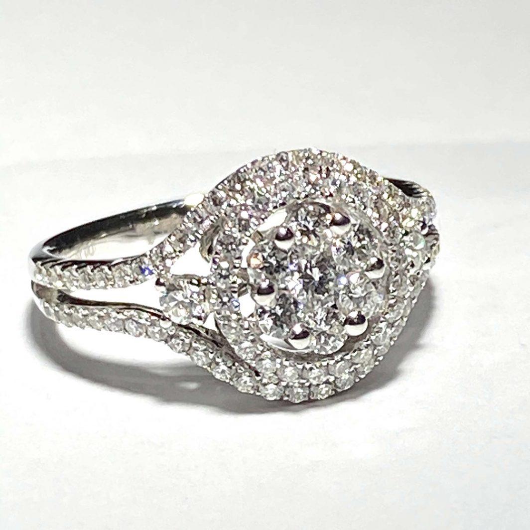 18K White Gold Lady's Diamond Ring