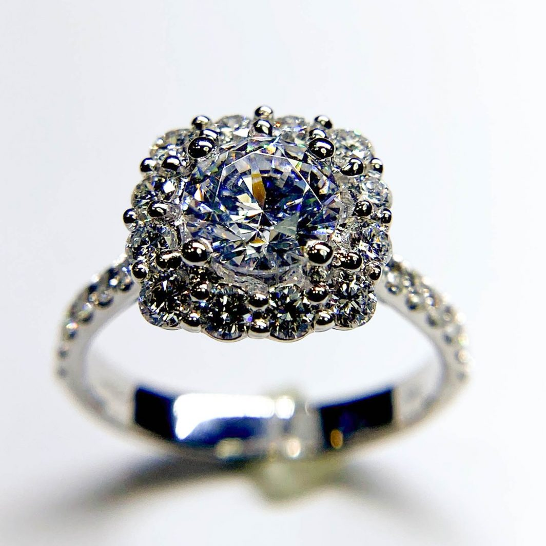 Diamond Halo Engagement Mounting