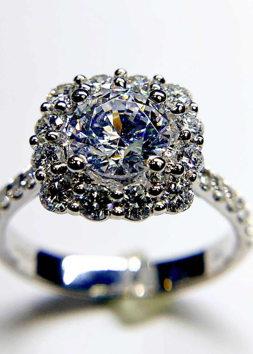 Diamond Halo Engagement Mounting