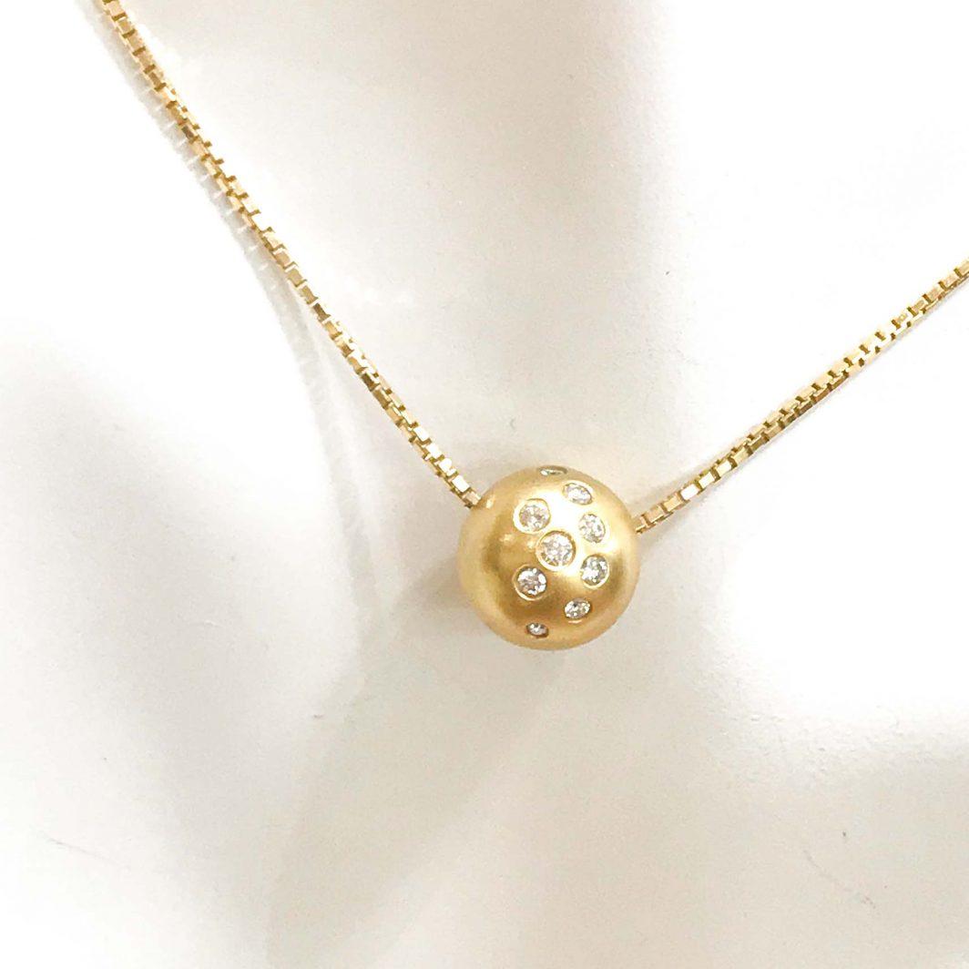 Gold Diamond Pendant And Chain