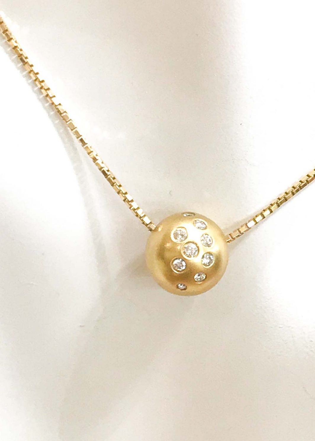 Gold Diamond Pendant And Chain